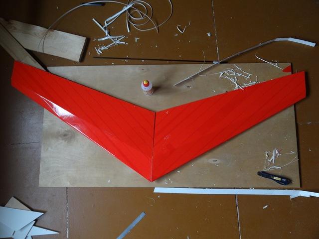 Летающее крыло из пенокартона.